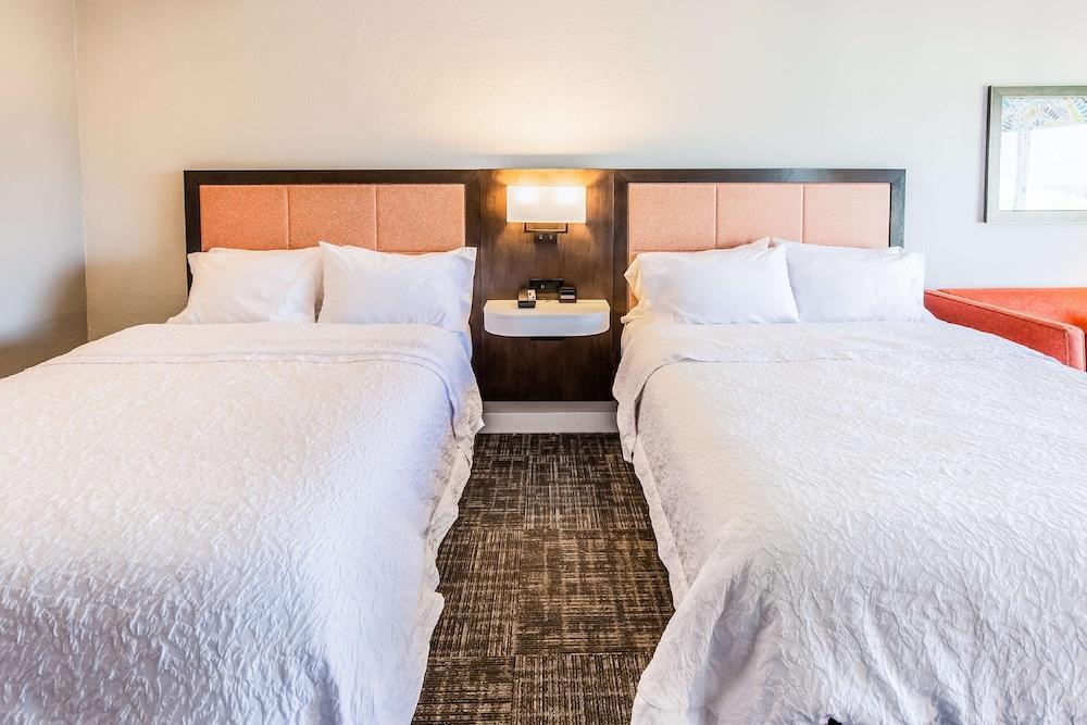 https://i.travelapi.com/hotels/1000000/30000/24800/24770/6312bd48_z.jpg