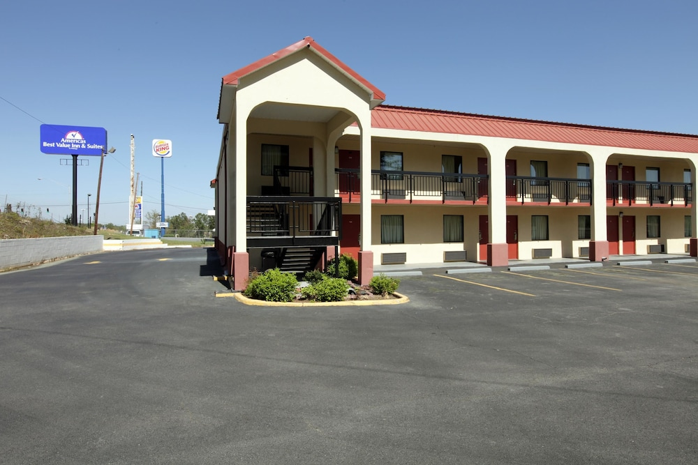 Americas Best Value Inn & Suites Macon at Eisenhower Pkwy