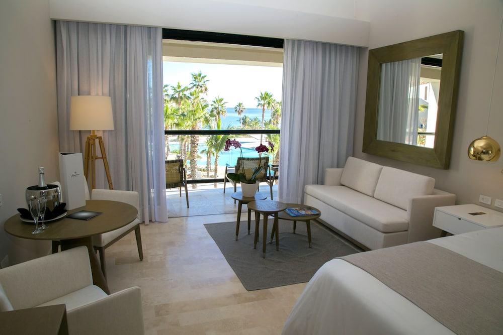 Suite : Royal Service Ocean Front Master Suite 50 of 175