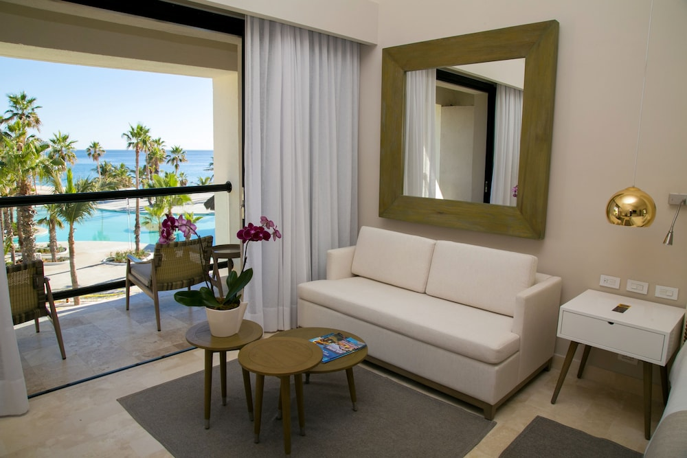 Suite : Royal Service Ocean Front Master Suite 46 of 175