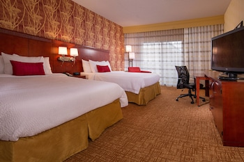 Guestroom at Courtyard by Marriott Baltimore Hunt Valley in Hunt Valley