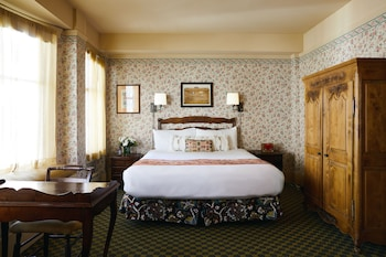 Deluxe Room, 1 King Bed, Fireplace