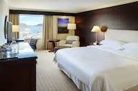 Club Room, 1 King Bed, Harbor View