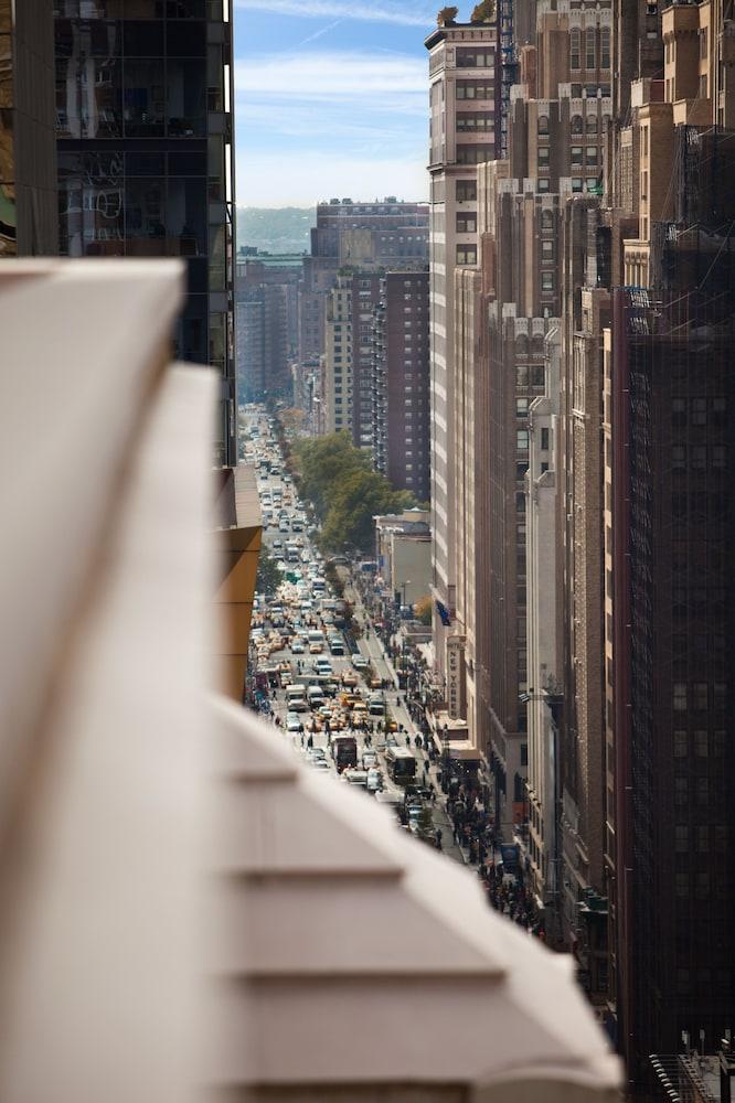 ロー NYC