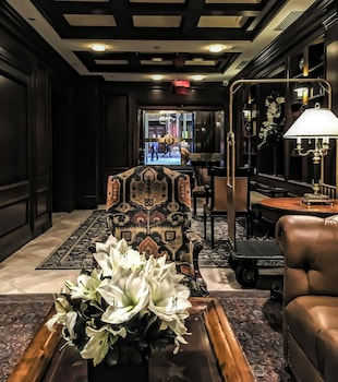 Lobby Sitting Area at Blakely New York in New York
