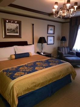 Deluxe Room One King A1K