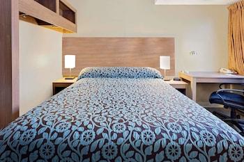 Economy Room, 1 Queen Bed