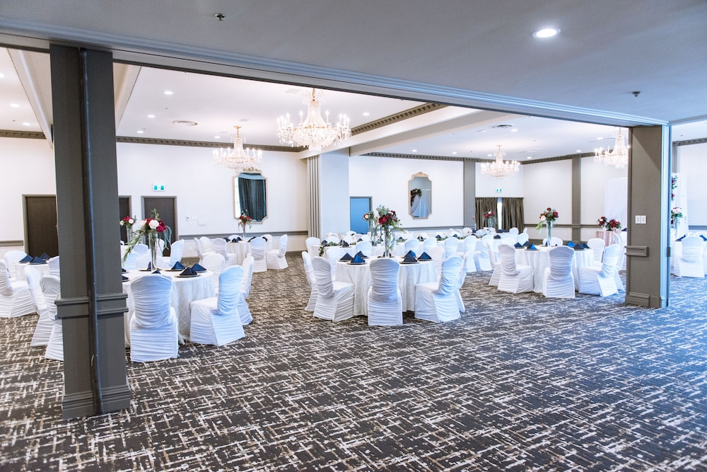 Ballroom/Hall 42 of 141