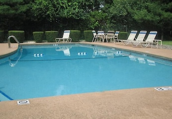 Quality Inn Spring Valley - Nanuet - Outdoor Pool  - #0