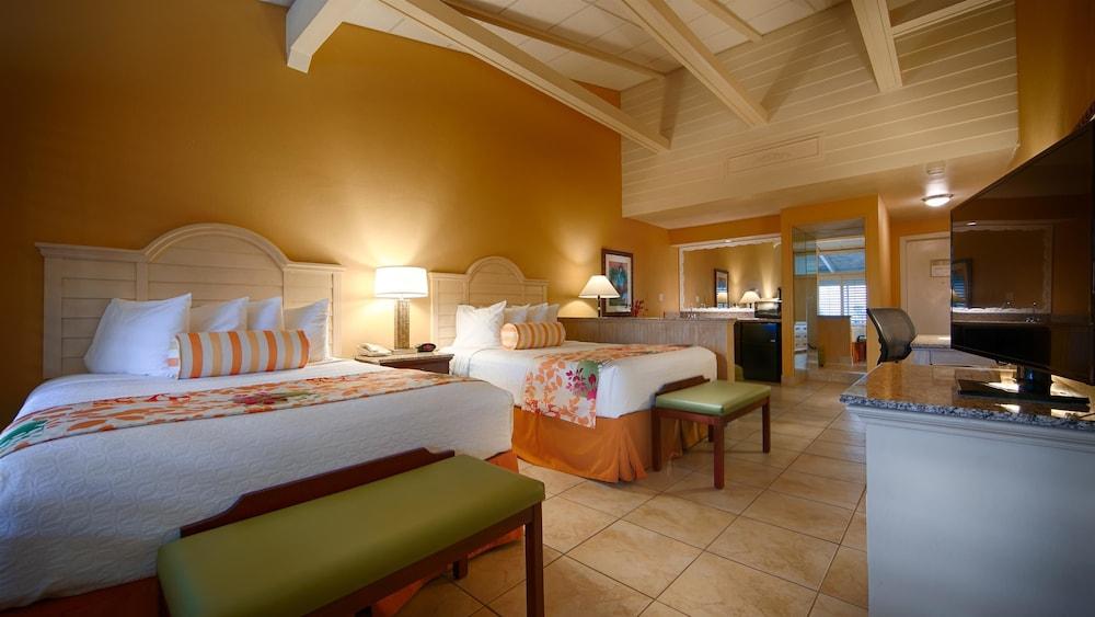Suite, 2 Queen Beds, Balcony, Marina View