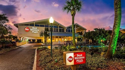 . Best Western Plus Yacht Harbor Inn