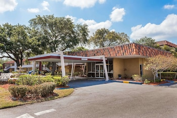 Baymont Inn and Suites Sarasota