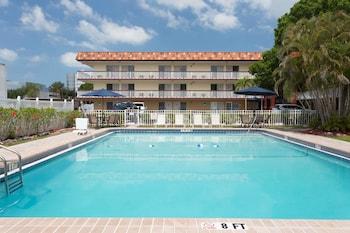 薩拉索塔溫德姆貝蒙特飯店 Baymont by Wyndham Sarasota