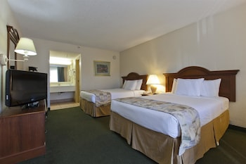 Room, 2 Double Beds, Microwave, Pool View