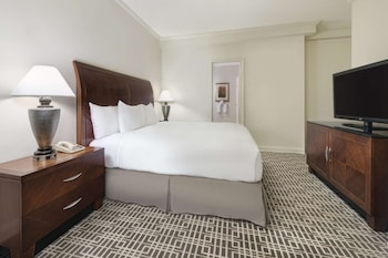 Executive Suite, 1 King Bed with Sofa bed, Accessible, Executive Level (Bathtub)