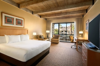 Guestroom at DoubleTree Resort by Hilton Paradise Valley - Scottsdale in Scottsdale