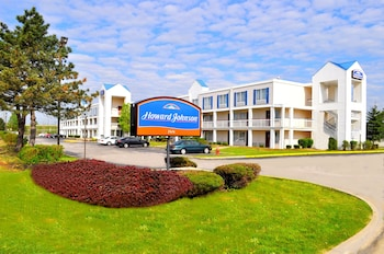 Howard Johnson Inn Cleveland Airport