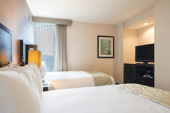 Guestroom at DoubleTree by Hilton San Diego - Hotel Circle in San Diego
