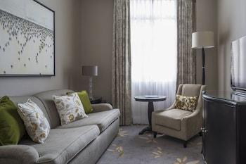Premium Suite, 1 King Bed, Business Lounge Access, Park View
