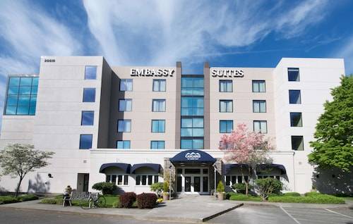 . Embassy Suites by Hilton Seattle North Lynnwood