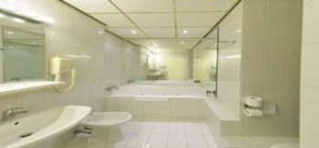 크라운 인 호텔 아인트호벤(Crown Inn Hotel Eindhoven) Hotel Image 21 - Bathroom