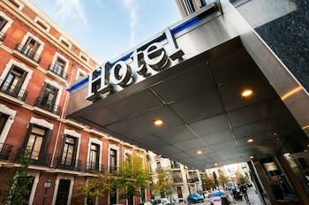 Book Hotel Gran Versalles in Madrid.