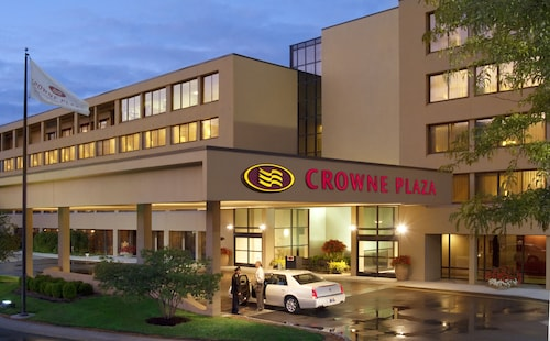 . Crowne Plaza Indianapolis Airport