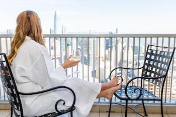 Balcony Skyline View - 2 Double Beds