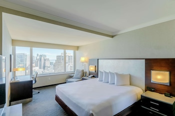 Room, 1 King Bed, Accessible, View (Mobility & Hearing, Roll-in Shower)