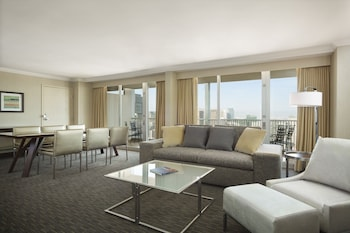 2 Bedroom Suite with Parlor