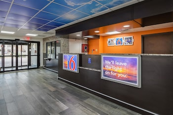 Lobby at Motel 6 Savannah Midtown in Savannah
