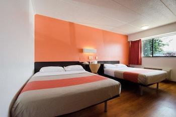 Guestroom at Motel 6 Washington, DC - Gaithersburg in Gaithersburg