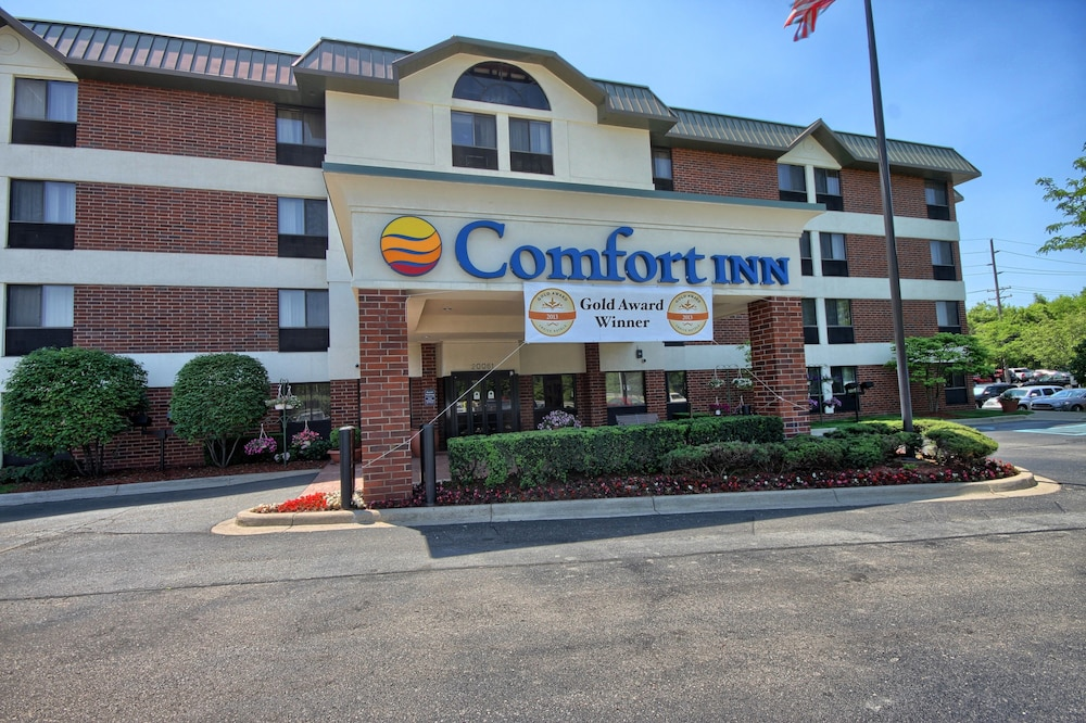 Detroit Vacations - Comfort Inn Near Greenfield Village - Property Image 1