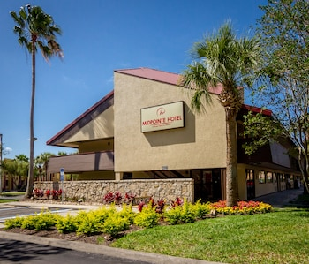 Hotel Front at Midpointe Hotel by Rosen Hotels & Resorts in Orlando
