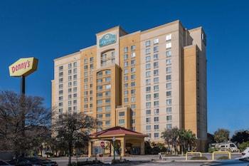 聖安東尼奧河濱步道溫德姆拉昆塔套房飯店 La Quinta Inn & Suites by Wyndham San Antonio Riverwalk