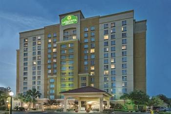 聖安東尼奧會展中心 & 拉昆塔套房飯店