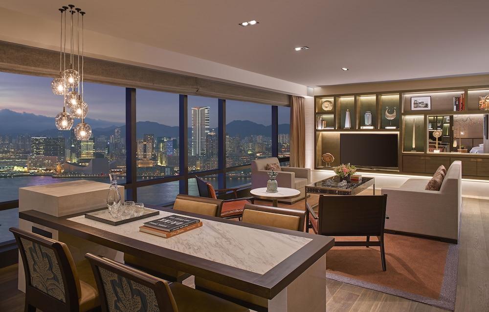 https://i.travelapi.com/hotels/1000000/30000/25700/25691/2d319b24_z.jpg
