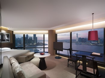 Club Room, 1 King Bed, Harbor View (Deluxe)