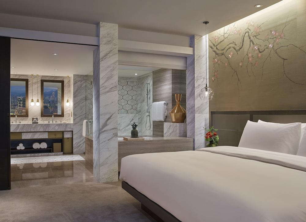 https://i.travelapi.com/hotels/1000000/30000/25700/25691/f2230267_z.jpg