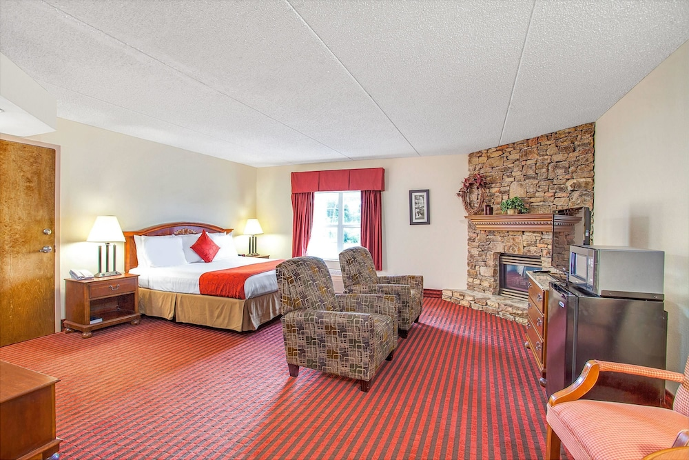 Hotel Interior : Deluxe Suite, 1 King Bed, Non Smoking, Jetted Tub (Fireplace) 11 of 47