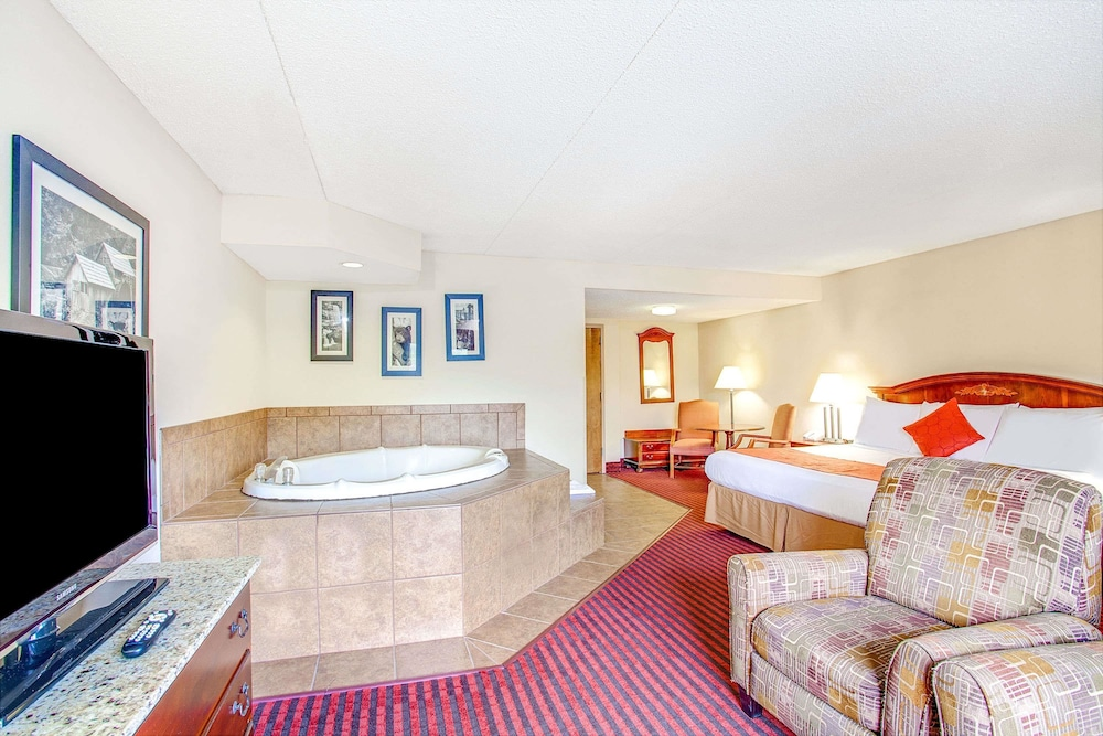Hotel Interior : Deluxe Suite, 1 King Bed, Non Smoking, Jetted Tub (Fireplace) 13 of 47