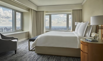 Executive Suite, 1 King Bed, Lake View