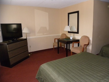 Guestroom at Quality Inn Mt. Vernon in Alexandria