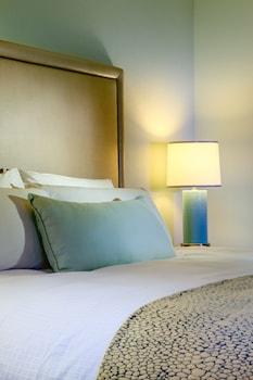 Room, 1 King Bed, Resort View (No Balcony)