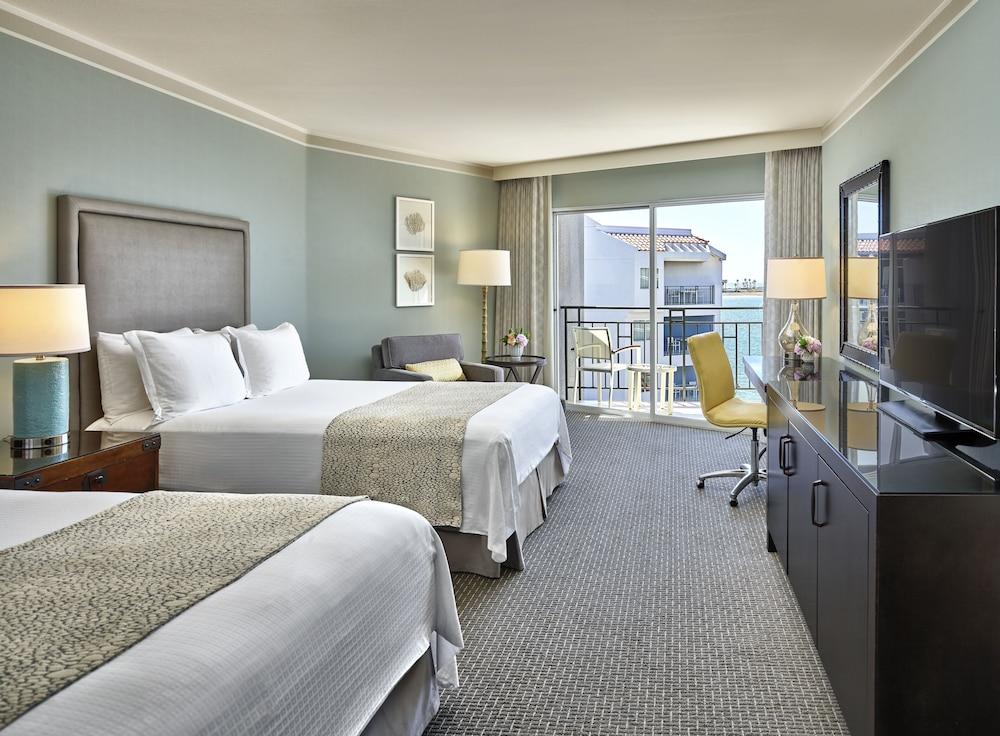 Room (Bayside Hospitality Parlor)