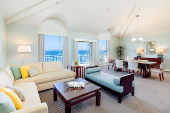 Suite, 1 King Bed (Bayside)