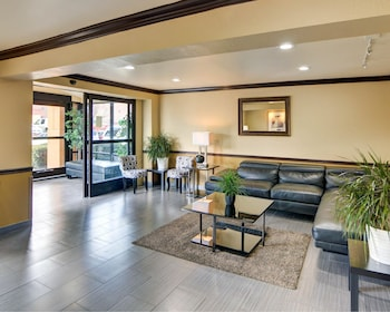Lobby at Quality Inn DFW Airport North in Irving