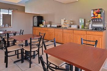 Quality Inn & Suites Indio I-10 - Breakfast Area  - #0
