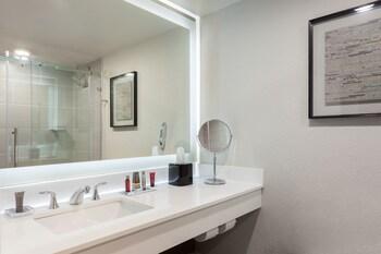 Bathroom at Marriott Tampa Westshore in Tampa
