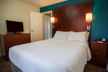 Suite, Multiple Beds, Accessible (Two Bedroom Mobility Roll in Shower)
